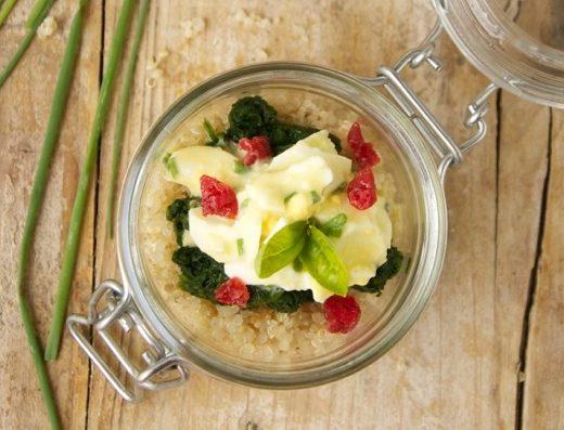 quinoa-spinaci-uova-lamponi