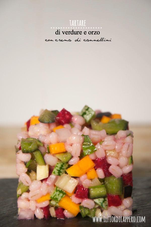 tartare colorata di verdure crude con orzo e crema di fagioli cannellini