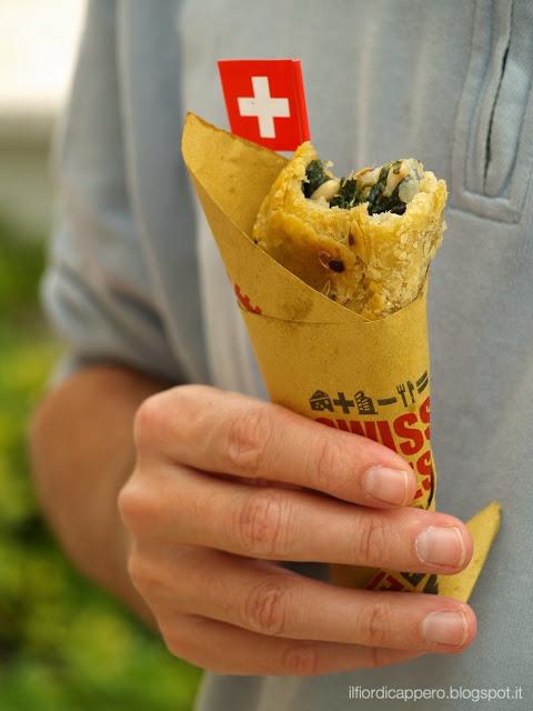 street food, fagottino di erbette, pere e formaggio