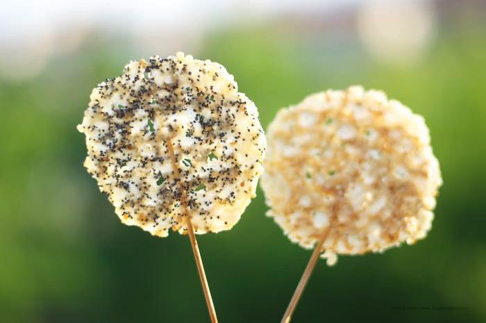 lecca lecca con aprmigiano e semi di sesamo e ppavero