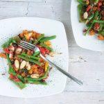 Insalata di riso rosso con taccole e fagiolini