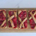 Rabarberpaj, la crostata svedese al rabarbaro