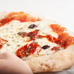 Pizza napoletana: la ricetta di Sorbillo a casa
