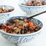"""Riso rosso """"ingioiellato""""  alla persiana, con verdure"""