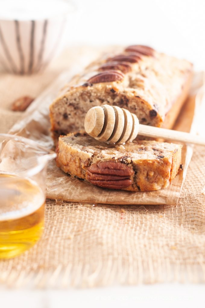foto: banana bread con noci pecan e cioccolato